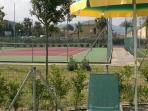Free use of two outdoor tennis courts at the resort