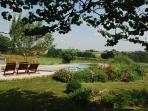 Vue du jardin et de la piscine