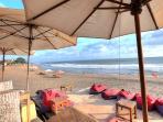 Relaxed at Batubelig beach at Villa 007.