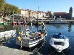 FACE AU CLOCHER , le charme du petit port des barques catalanes