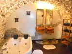 Bathroom gîte 'Osaka' with jacuzzi