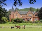 EXCLUSIVE LUXURY AND COMFORT CLOSE TO EDINBURGH/ GLASGOW -SET IN 10 PRIVATE ACRES...SLEEPS UP TO 2