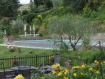 Farmhouse with splendid view and large pool in the Chianti area