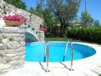 Private Swimming pool with hydromassage and hot shower solarium villa esposito sorrento booking rent