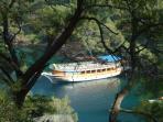 Island hopping on 12 Island Cruise