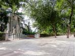 Parque del Oeste - 2 minute walk