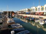 Al fresco dining at Brighton Marina