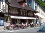 Pavement café, the port of Dinan