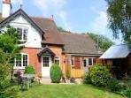 GROVE BANK COTTAGE, brick-built cottage, all ground floor, multi-fuel stove, parking, garden, in Craven Arms, Ref 905936