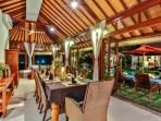 3 bedroom villa dinning room for 10