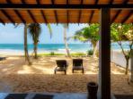 Casananda-2 bedroom beach-house air-con free wifi