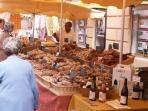 La Gouiranne, market day in Apt (14 km)