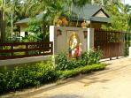 Stunning tropical private gardens, safe and quiet with fully fenced and gated for security