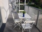 Disfrutar del sol en la terraza