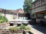 Salon de jardin et piscine