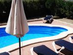 Terraza y piscina / Pool