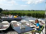 Terras at the waterfront. Rowing boat included. In 5 minutes you are on the lake of Nieuwkoop.