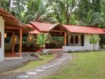 Tropical house near beach, sleeps 6