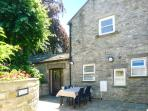 THE GATEHOUSE, woodburner, WiFi, character features, in Middleham, Ref. 905077