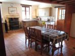 Fully Equpped Country Style Kitchen & Dining Area