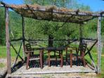 un gazebo in giardino, per gli ospiti