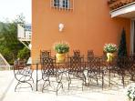 Terrace with dinningtable