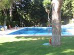 The large municipal pool is 5 minutes drive away, with changing rooms, cafe and showers.