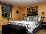 Main floor bedroom/Queen bed