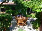 jardin avec son salon en été