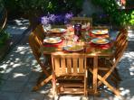 salon de jardin en été