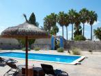 Casal típico mallorquín con gran piscina y jardín