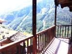 Balcon avec vue plongeante et dégagement, pour profiter du soleil ou déjeuner en famille