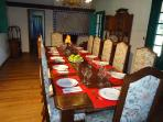 Dinning Room with fireplace sits 12. El comedor  con chimenea sienta a 12 comensales.