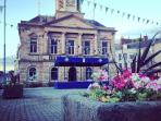 One of the prettiest Scottish Border towns, Kelso is located next to the famous River Tweed.