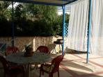 terrazza coperta con cucina in muratura esterna