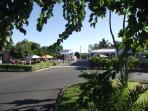 'Place Cap Tamarin', notre centre commerciale à 1 km de chez nous