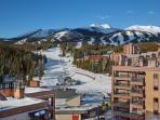 Gorgeous Ski In/Ski Out; Hot tubs; Walk to town