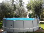 Piscina 5m x 1.2m, con clorador salino y depuradora de arena. Agua en perfecta condiciones.