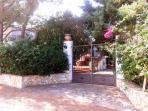 Cancello d'ingresso Villa Dracena (1° abitazione del residence)