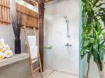 En-suite bathroom with shower at Villa Malou.