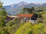 Ancienne ferme de Pyreneeen avec une vue magnifique