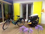 Le vélo avec la carriole pour 2 enfants sur demande