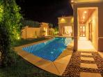 Photo Luxurious villa with own pool and spa
