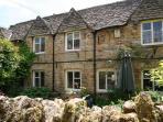Bourton Croft Cottage - Larger than your average cottage