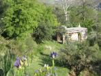 Vista del jardín de la Casita