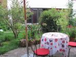 Ferienwohnung von Garten gesehen / Vacation rental seen from garden