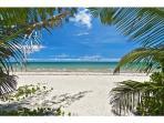 'TRULY PARADISE' 200 mtrs away!.. 4 Mile Beach PORT DOUGLAS.