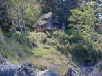 Wooded beach cottage w/ gorgeous views & privacy