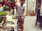 Le biciclette elettriche per un tour guidato della città ...