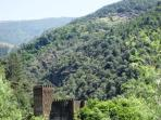 Nearby castle and villages made of schist 20 min drive from 9Arches